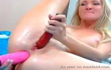 Hottie pleasuring both holes in front of the webcam