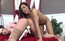 Kendra and Rachel fucking on webcam