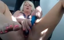 MILF masturbating and squirting