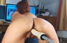 I love fucking my pussy with machine