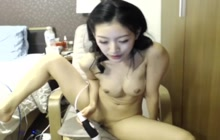 Amateur Thai girl masturbates